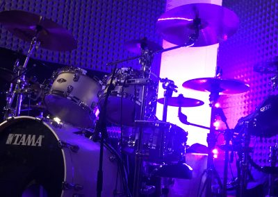 Justin Bennett recording drumset in Bologna Italy 2020